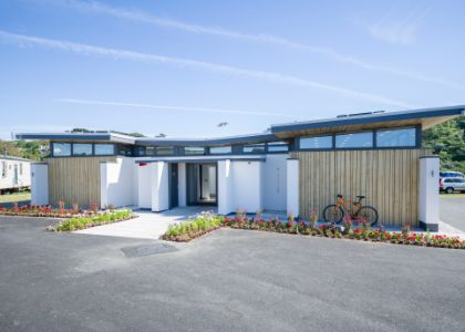 New modern amenities block opens at award-winning Cornish holiday park